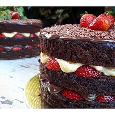 - Naked Chocolate Cake, Layered with Chocolate and Vanilla Buttercream and Fresh Strawberries!  TAG a Cake Lover! - Cake by: @cakebyyu
