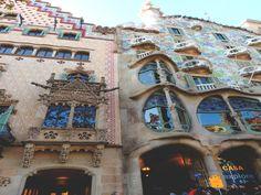 Casa Amatller and Casa Batlló, two historical  architectural works in Barcelona.  #barcelona #atipikabarcelona #atipika #realstate #inmobiliaria #passeigdegracia #casabatlló #casaamatller #instapic #arquitecture #art #history #picoftheday #barcelonapics #gaudí #Photooftheday #Photography #instalike #barcelonalife #gotobarcelona #beinbarcelona #liveinbarcelona #fotodeldia #viveenbarcelona #arte #historia #arquitectura #fotografia #modernismo #modernism Best Windows, Windows And Doors, Barcelona, Gaudi, Art History, Insta Pic, Mount Rushmore, Photography, Travel