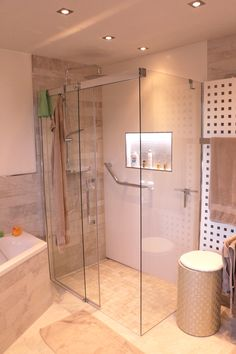 Uberlegen Kundenprojekt   Fliesen In Einer Natursteinoptik, Mit Einer Bodenebenen  Dusche Und Glas Duschwand #Fliesen
