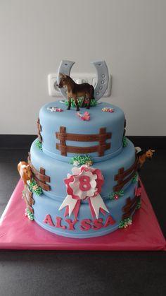 Paarden taart Cowgirl Cakes, Western Cakes, Horse Theme Birthday Party, Birthday Cake Girls, Torta Matilda, Caballo Spirit, Fondant Cakes Kids, Racing Cake, Horse Cupcake