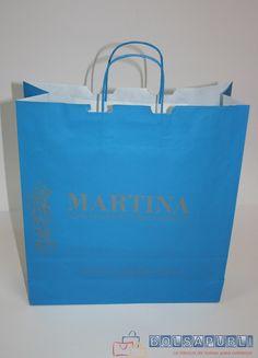 Bolsas de papel personalizadas de asa rizada. Diseño en color azul. Encontrarás más información en www.bolsapubli.net/productos/bolsasdepapel.html .