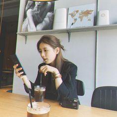 Ulzzang Girl Selca, Ulzzang Korean Girl, Suzy Bae Fashion, Iu Fashion, Suzy Drama, Suzy Instagram, Bae Suzy, Stylish Girl Images, K Idol
