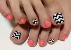 Lineas en pies decorados, blanco, negro, coral