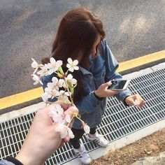 Imagen de girl, flowers, and grunge