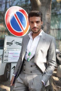 Milan Fashion Week street style [Photo by Kuba Dabrowski] I LOOK Weird XD