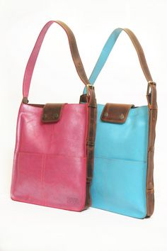 bolso de cuero 2 bolsillos con correa regulable   2 pockets leather bag  with an adjustable 339b7a9f5fac7