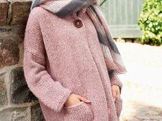Stricke Dir eine XXL-Jacke in Rosa, die graue Tage aufhellt. Wir verraten Dir, wie es geht.