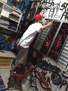 Graffiti Drawing, Graffiti Art, Room Decor Bedroom, Diy Room Decor, Punk Bedroom, Aesthetic Room Decor, Aesthetic Pics, Aesthetic Grunge, Grunge Room