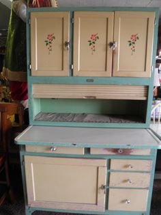 Beautiful Old Hoosier Cabinet - this would be perfect! It's just like the one I got rid of years ago . . . how dumb!!