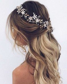 Lose wave Half up half down bridal hairstyle #BridalHairstyle