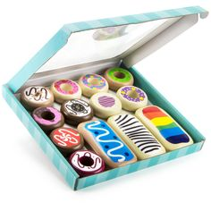 Neatly packaged in a pastry-style box, these 13 thick wood donuts are beautifully detailed with child-safe paint. Perfect for play kitchens. Play Food Set, Pretend Food, Pretend Play, Kids Play Food, Toddler Toys, Kids Toys, Wooden Play Food, Toy Kitchen, Kitchen Appliances