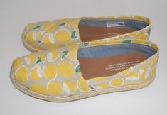 33408c5579e TOMS Womens 6 LEMONS Print ESPADRILLES SHOES Rope Sole Yellow New Flats