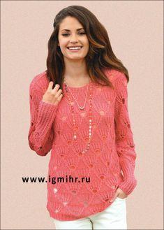 Пуловер темно-розового цвета, с узором из ажурных ромбов. Спицы