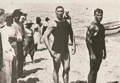 Uomini in spiaggia 1920