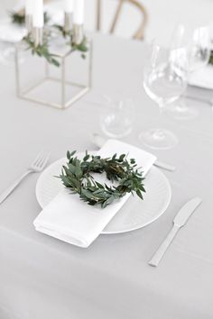 Simple Christmas table setting.