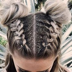 styles Glitter – the perfect disguise … styles Glitter – the perfect disguise for second-day hair! Festival hair style ideas for including braids, accessories, tinsel, chains and so much. Braided Hairstyles, Cool Hairstyles, Hairstyle Ideas, Wedding Hairstyles, Hairstyles 2018, Newest Hairstyles, Hair Ideas, Halloween Hairstyles, Long Hairstyles