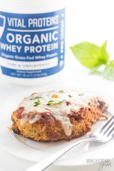 Low Carb Keto Chicken Parmesan Recipe - An easy low carb Chicken Parmesan recipe with crispy low carb breading that stays on! It's the best cheesy keto Chicken Parmesan ever, made in one pan with simple ingredients. Baked Parmesan Crusted Chicken, Low Carb Chicken Parmesan, Keto Chicken, Healthy Low Carb Recipes, Low Carb Keto, Keto Recipes, Dahl Recipe, Oatmeal Dessert, Chicken Spaghetti Recipes