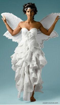 Лия Гриффит (Lia Griffith) — модельер и проектировщик, которая в настоящее время разрабатывает линии одежды из бумаги. Ее увлечение таким необычным видом создания одежды началось еще в детстве. Именно тогда …