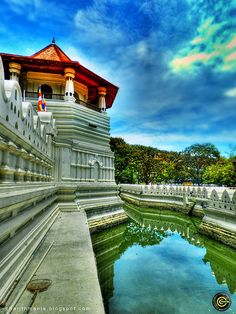 Sri Dalada Maligawa - Temple of the Tooth Relic, Kandy, Sri Lanka (www.secretlanka.com)