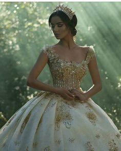 Image @juxhinkurti #princess  #ido #weddingday  #realbride  #vestidodenoiva #casamento #bridalcouture #instabride#vestido #dreamwedding #couture #bridetobe#bridesmaids #weddinginspiration  #weddingparty #luxurywedding#bridaldress  #casamento#redcarpet #weddingdress#gelin #gelinlik #dugun  #dress  #instawedding  #couture#weddingparty#bridalfashion  #vestidodenoiva#ido#instawedding#proposal#weddinggown#boda#bridalgown