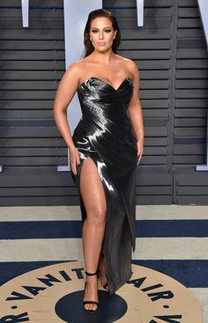 ASHLEY GRAHAM wears a shimmery sweetheart-neckline Rubin Singer gown with high slit and Sophia Webster heels to the Vanity Fair party. Shirred Dress, Belted Dress, Big Girl Fashion, Curvy Fashion, Petite Fashion, Fall Fashion, Style Fashion, Ashley Graham Style, Looks Teen