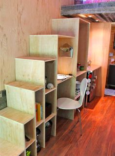 De Amerikaanse student Joel Weber heeft geen zin om maandelijks honderden euro's te lappen voor een studentenkamer van postzegelformaat. Vandaar dat de 25-jarige jongen met een meesterlijke oplossing kwam: hij bouwde zijn eigen woning....