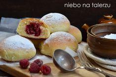 Bułeczki z malinami. Bułeczki drożdżowe z owocami - niebo na talerzu Donuts, Hamburger, Bread, Breakfast, Food, Sweet Dreams, Meal, Brot, Eten