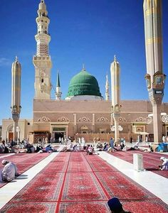 Masjid-e-Nabwi is a place where every Muslim around the World wants to spend their rest of life. May Allah S.T fulfil the wish of every Muslim to spend the most important and beautiful part of their life. Al Masjid An Nabawi, Mecca Masjid, Mecca Islam, Masjid Al Haram, Islam Muslim, Islam Hadith, Alhamdulillah, Best Islamic Images, Islamic Pictures