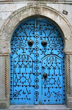 Foto de puerta azul en Tunez