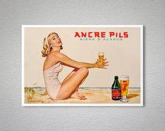Pils Biere Ancere dAlsace Vintage Food & Drink Poster Print, 1948 - papier-affiche, autocollant ou toile imprimer Pour les commandes en vrac (minimum de commande 30 éléments) sil vous plaît contactez-nous. LIVRAISON EXPRESS DANS LE MONDE ENTIER! LIVRAISON PORTE À PORTE DANS LES 1-5 JOURS, N'IMPORTE OÙ DANS LE MONDE!! Maintenant, nous expédions toutes les commandes accéléré, avec DHL, FedEx, UPS, TNT, mais nous ne facturons que les tarifs d'affranchissement ordinaire!! Nous préparo...