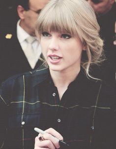 Taylor Swift has an effortless beauty. #Jealous