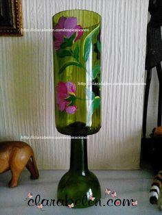 Distintas técnicas y vídeos de cómo recortar botellas de vino para hacer un jarrón - Inspiraciones: manualidades y reciclaje #cristal #reciclar #botella de vino #botella de cristal #manualidades