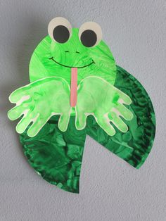 Handprint frog with paper plate lilypad craft