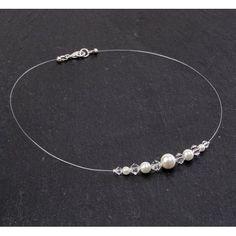 Collier mariage ADELE.  Collier mariage plaqué argent sur fil de nylon transparent composé de perles de verre nacrées mauves et de perles en cristal Swarovski crystal.