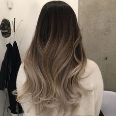 Tag your friends 💕Love it 🔹🎀🔹 Brown Hair Balayage, Brown Blonde Hair, Hair Color Balayage, Brunette Hair, Hair Highlights, Hair Dye Colors, Ombre Hair Color, Cool Hair Color, Hair Color For Black Hair