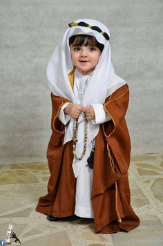 Thobe for kids MasyaAllah so cute Cute Kids Photos, Cute Baby Girl Images, Baby Girl Pictures, Cute Baby Boy, Cute Little Baby, Funny Babies, Cute Babies, Arab Babies, Baby Hijab