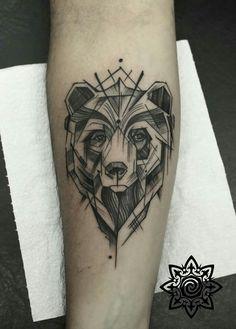 Urso em Linework feito pelo tatuador Maquinho André no cliente Ricardo. Estúdio Rua Duque de Caxias, 1743 - loja 01 - 51 3224 2139