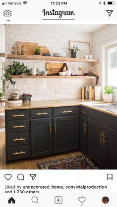 69 ideas for apartment decorating black colour Kitchen Marble Top, Kitchen Tiles, Kitchen Colors, Kitchen Flooring, Diy Kitchen, Kitchen Decor, Kitchen Black, Beige Cabinets, Dark Kitchen Cabinets