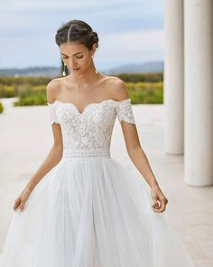 Mit dem passenden Brautkleid einen Traum erfüllen – das macht diese Braut-Boutique wahr! Rosa Clara Wedding Dresses, Lace Wedding Dress, Wedding Dresses With Straps, Country Wedding Dresses, Black Wedding Dresses, Wedding Dresses Plus Size, Princess Wedding Dresses, Bridal Dresses, Wedding Gowns