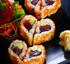 Cute presentation for bridal shower---Sushi a forma di cuore per San Valentino