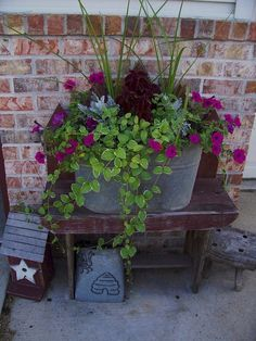 55 Fresh Spring Garden Ideas for Front Yard and Backyard Landscaping - Diy Garden Decor İdeas Spring Garden, Lawn And Garden, Garden Pots, Garden Ideas, Rusty Garden, Garden Projects, Outdoor Pots, Outdoor Flowers, Outdoor Gardens