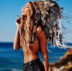 H E A T and S M O K E Picture via @annaherrin WWW.INDIANHEADDRESS.COM Shop our Indian Headdress Collection in our online shop