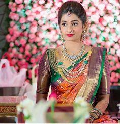 Ideas For Indian Bridal Saree Color Combinations Indian Bridal Sarees, Indian Bridal Makeup, Bridal Blouse Designs, Saree Blouse Designs, South Indian Blouse Designs, Saree Color Combinations, Collar Hippie, Hindu Bride, Kerala Bride