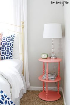 Learn about the LRV of Sherwin Williams Repose Gray, shown in a guest bedroom with coral and navy blue accents #LRV #ReposeGray #SherwinWilliams.  Photo source:  Two Twenty One @twotwentyone