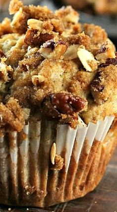 Banana Nut Crunch Muffins - Spend With Pennies - Banana Pecan Crunch Muffins ❊ - Muffins Blueberry, Banana Nut Muffins, Banana Scones, Banana Breakfast Muffins, Jumbo Muffins, Breakfast Cupcakes, Coffee Cake Muffins, Banana Cupcakes, Baking Muffins