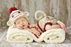 Sock Monkey Newborn Outfit~ if I could knit or crochet this would be a project Baby Kostüm, Baby Love, Baby Kids, Newborn Pictures, Baby Pictures, Baby Photos, Cute Kids, Cute Babies, Sock Monkey Baby