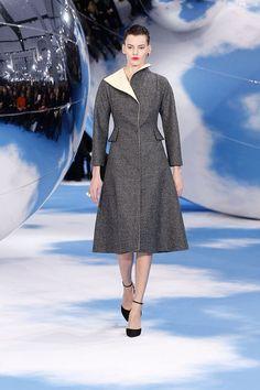 Dior Fashion, Runway Fashion, Fashion Show, Womens Fashion, Fashion Design, Fashion Trends, Paris Fashion, Fashion Tape, Fashion 2014