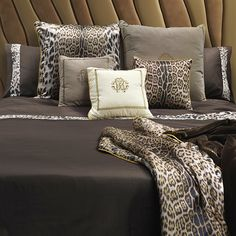 Create an elegant bedroom with the Roberto Cavalli Home Basic New King Duvet Cover Set. This set includes a duvet cover, fitted sheet and 2 pillowcases. It features the signature Roberto Cavalli Home animal print detail trim and logo on 100% cotton sateen.