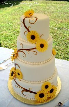 Cindy's Cakery // Sunflowers wedding cake // Hand painted vines// www.cindyscakery.com