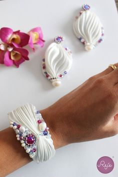 Shibori bracelet and earrings. Entirely hand-sewn by Reje, Italian jewelry designer.